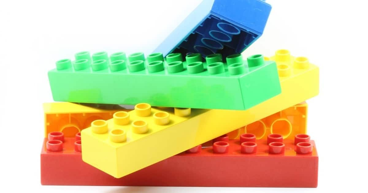 Combine Lego bricks with magnets