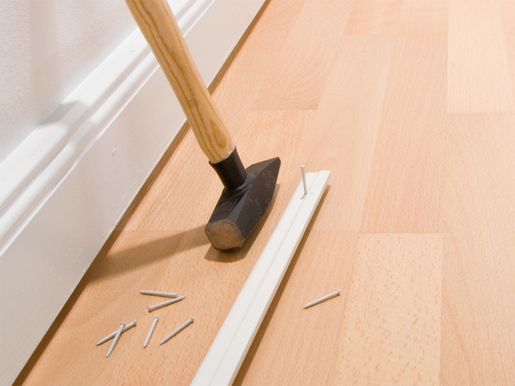 Laying skirting boards with magnets